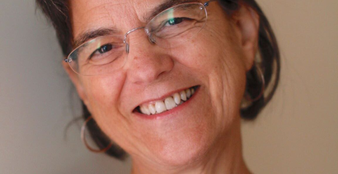 Gina Simm headshot