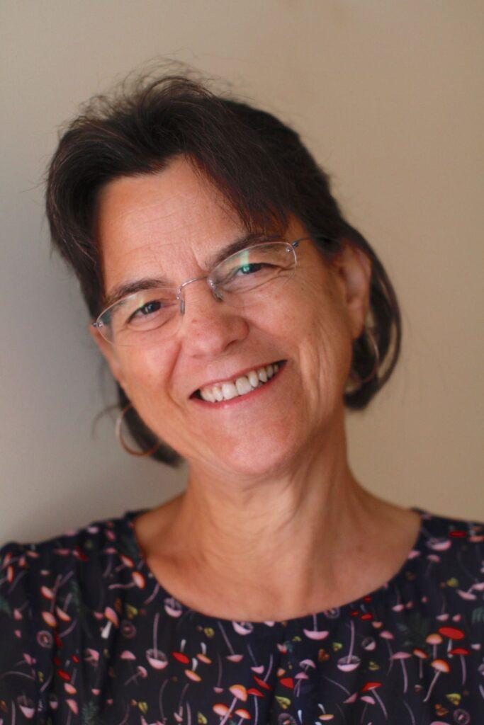 Gina Simm, headshot